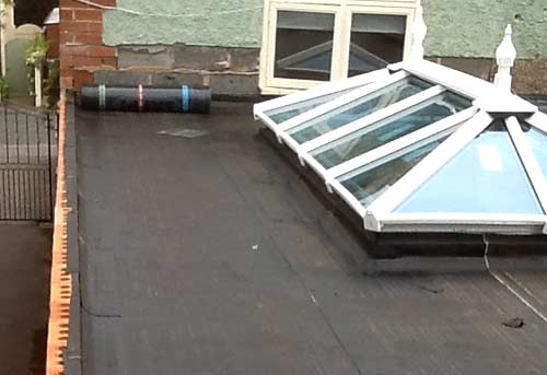 Repairing a flat roof with felt roofing